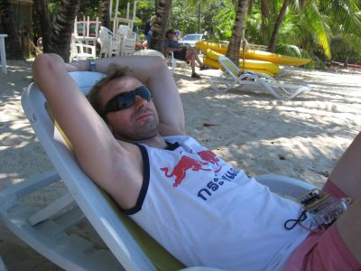 relaxing-roatan