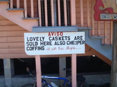 roatan-funny-sign
