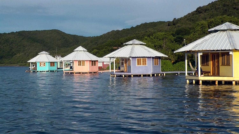 Roatan scuba diving resorts dive hotels roatan diving for Roatan dive resort