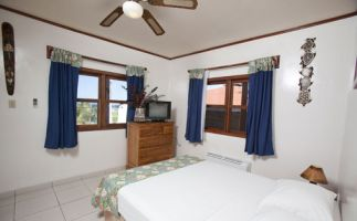 Roatan-splash-inn-room-1